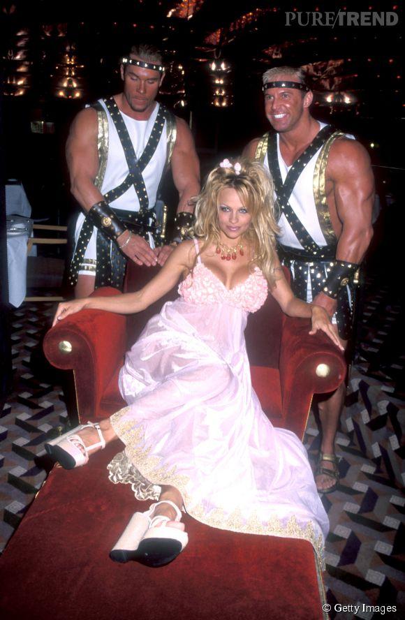 Pamela Anderson, la reine des looks trash dans les années 90, début 2000.