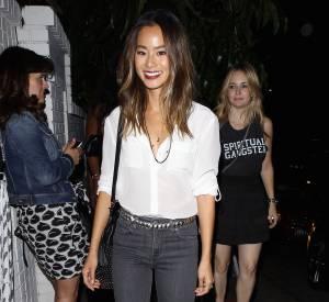 Jamie Chung opte pour un jean et chemise pour une soirée entre filles, ce mercredi 1er juillet 2015.