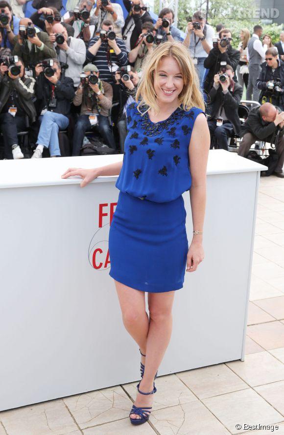 Ludivine Sagnier en total look bleu roi. Encore un sans-faute pour l'actrice.