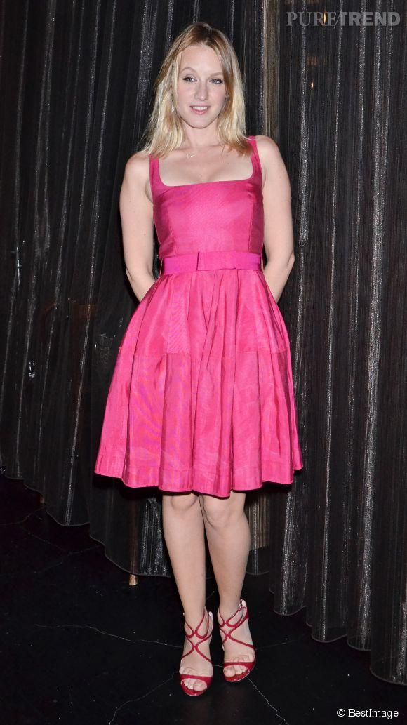 Ludivine Sagnier, jolie baby doll dans sa robe rose fluo et sandales assorties au Festival du film français de Tokyo, en 2013.