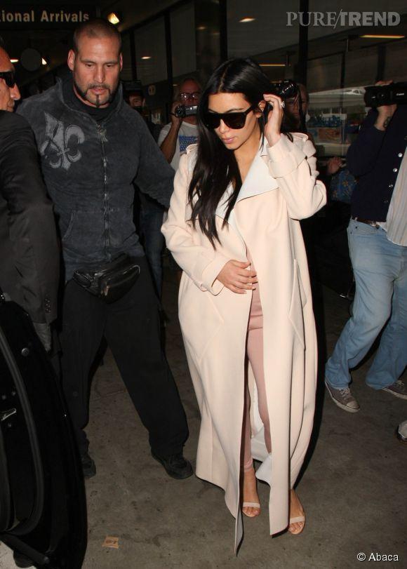 Kim Kardashian est enceinte, impossible de faire du botox. La star prend sur elle, mais ça n'est pas facile tous les jours