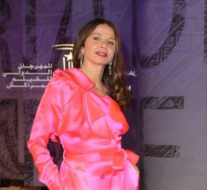 Victoria Abril n'a pas choisi la plus jolie robe, mais elle est d'une beauté époustouflante quoiqu'il arrive...
