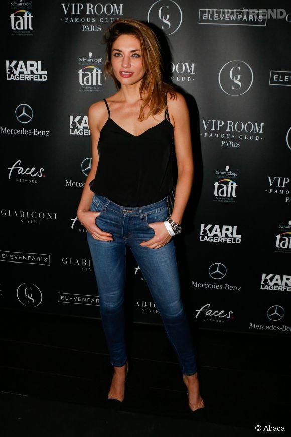 Mais Ariane Brodier sait aussi se la jouer à la cool, tout en étant sexy avec un simple jean!