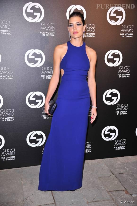 en robe moulante bleu lectrique charlotte casiraghi se fait sensuelle - Robe Bleu Electrique Mariage