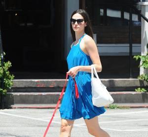 Emmy Rossum, la tenue bleue et blanche rafraîchissante...à copier !