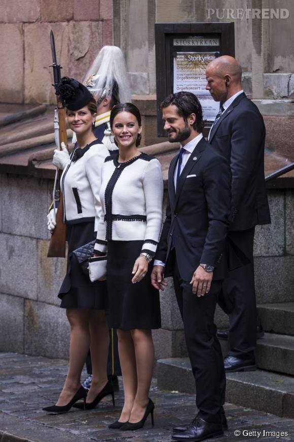 Les deux jeunes femmes ont opté toutes les deux pour des ensembles vestes blanches et jupes noires, Paule Ka pour Madeleine, collection Automne-Hiver 2015/2015.