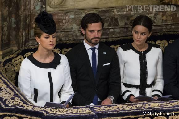 Les princesses Madeleine et Sofia de Suède se retrouvent habillées quasiment à l'identique lors d'une messe donnée pour la rentrée parlementaire suédoise à Stockholm le 15 septembre 2015.