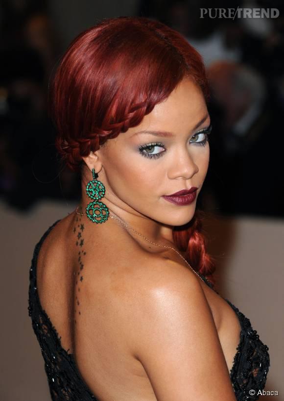 Rihanna est une fan des cheveux rouges ! Elle change de nuance selon ses envies, d'un ton vermeil au aubrun, aucune teinte carmin ne lui échappe.