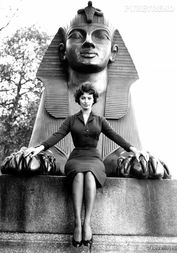 Comme Elizabeth Taylor, Sophia Loren a incarné la reine d'Egypte, Cléopâtre, sur grand écran.
