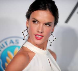 Alessandra Ambrosio : sublime et sexy dans sa robe blanche à New York