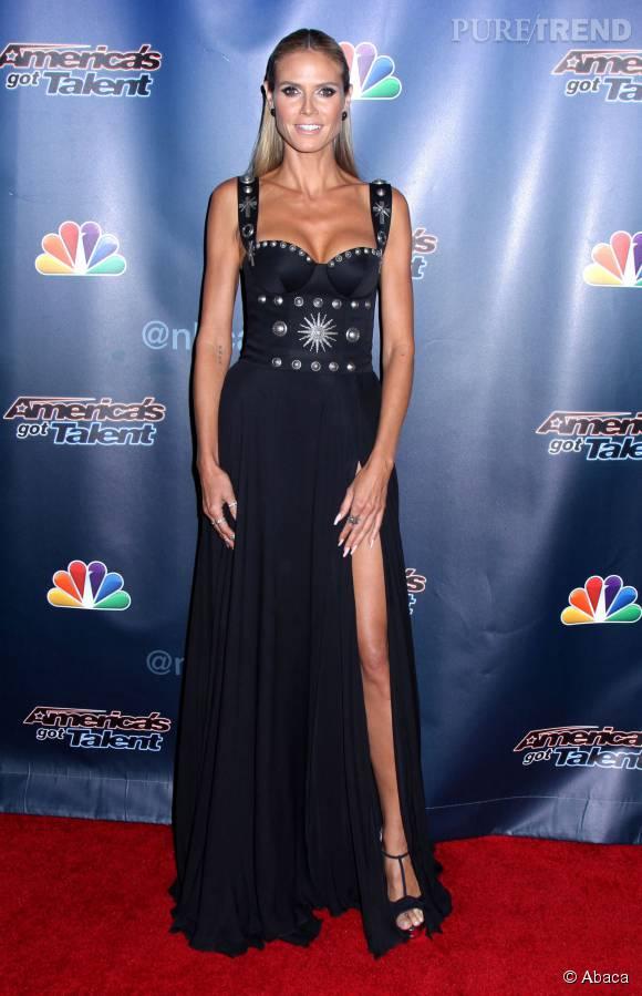 """Heidi Klum, un fendu de folie sur le tapis rouge d'""""America's Got Talent"""" pour un sex-appeal au top."""