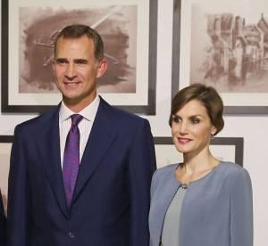 Letizia d'Espagne : une reine du style dans une jolie robe grise satinée