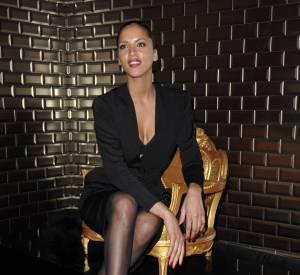 Noémie Lenoir sexy à souhait et très décolletée, pour assister au défilé de Jean-Paul Gaultier en 2012...