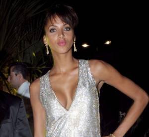 Noémie Lenoir éclipse totalement son ex, dans cette robe argentée ultra courte et très décolletée à Cannes en 2008.