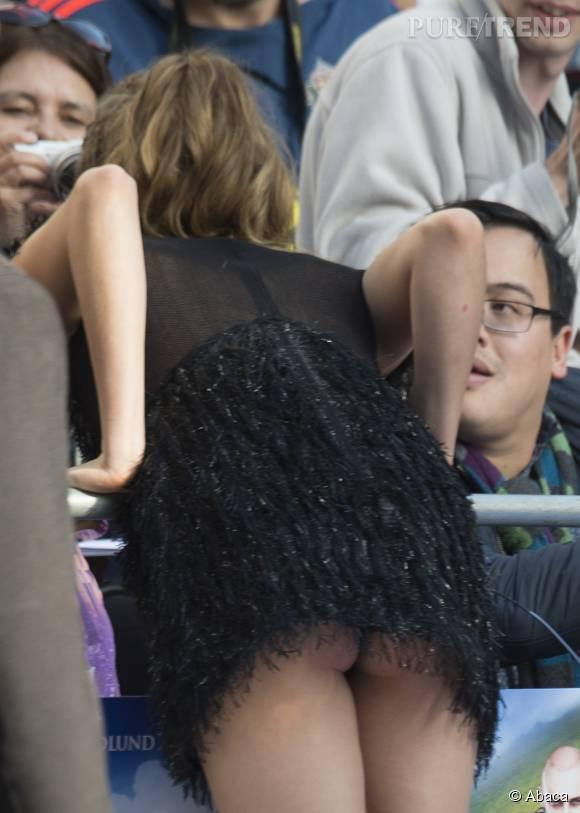 La star avait oublié sa culotte.