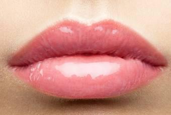 Maquillage : 5 bonnes raisons d'oublier le gloss pour toujours