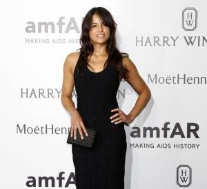 Michelle Rodriguez, la longue robe noire moulante simple mais efficace.