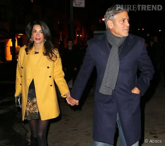 La nuit, tous les chats sont gris... Sauf Amal Clooney, sublime en safran, et son marin chic en bleu marine.