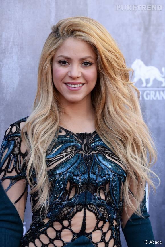 Shakira très sexy dans cette robe ajourée.