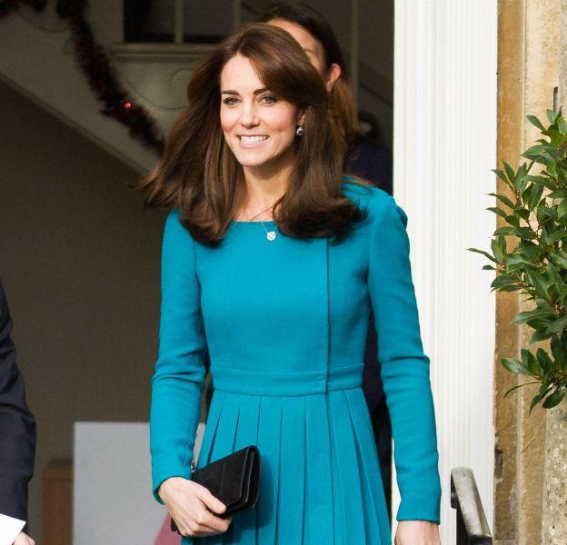 Kate Middleton était ravissante ce 10 décembre, dans sa petite robe plissée turquoise.