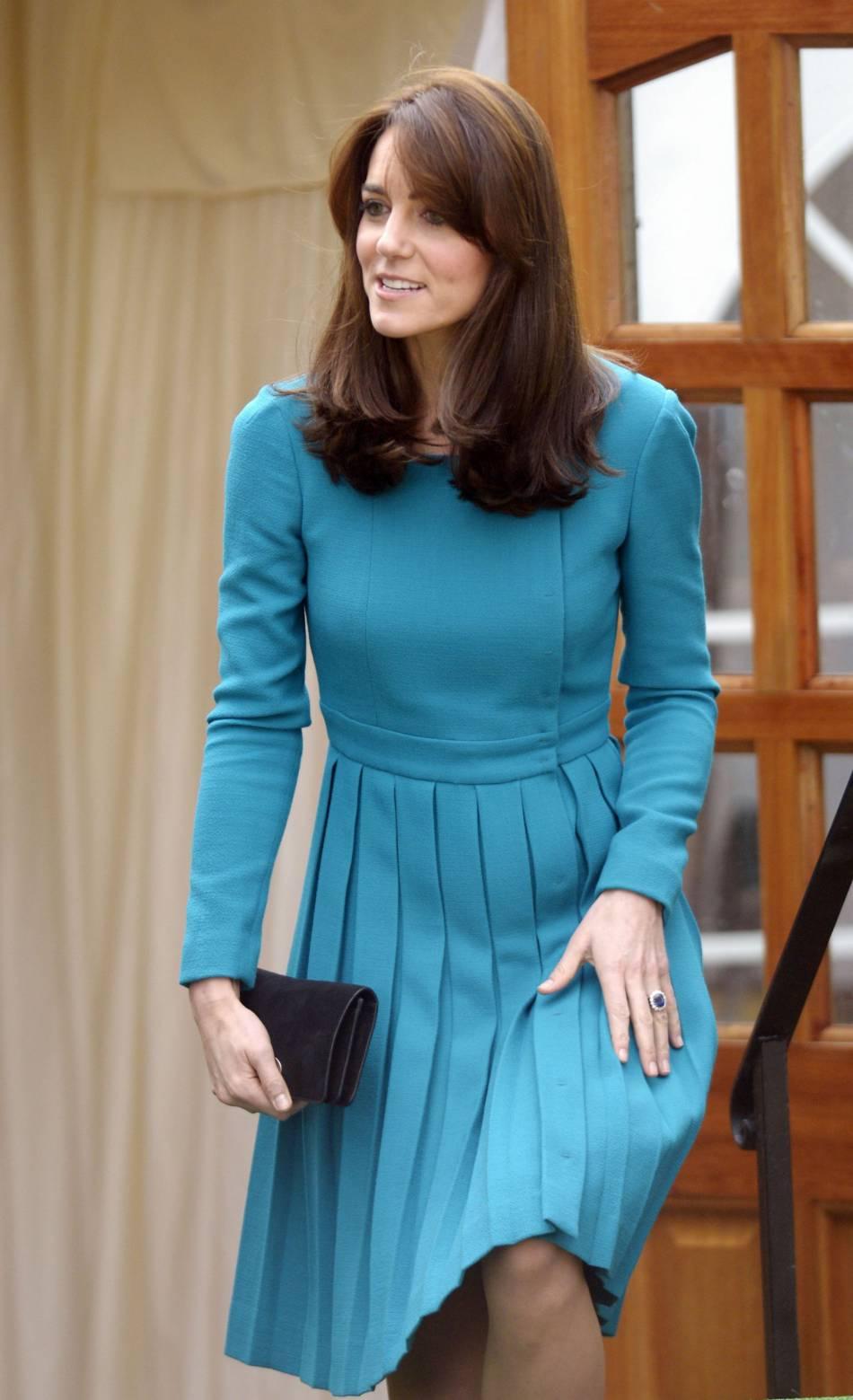 Kate Middleton en turquoise pour visiter un centre de désintoxication. Un hommage à Lady Diana ?