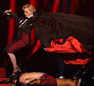 Madonna, Shy'm, Britney... : les plus belles chutes de stars 2015 en vidéo