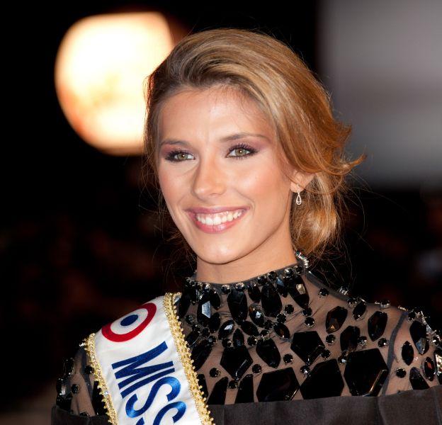 Samedi 19 décembre 2015, Camille Cerf, remettra sa couronne et son écharpe de Miss France à la nouvelle élue.