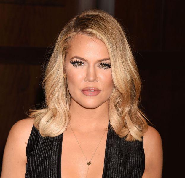 Khloe Kardashian : la bimbo n'a pas hésité à s'inviter dans l'enclos des félins.