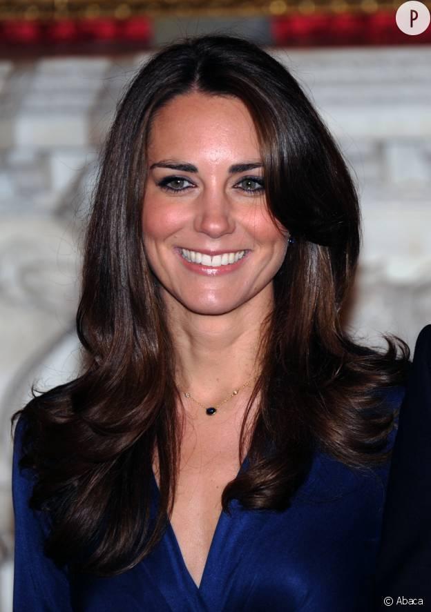 Le 16 novembre 2010, Kate Middleton et le prince William officialisent leurs fiançailles.