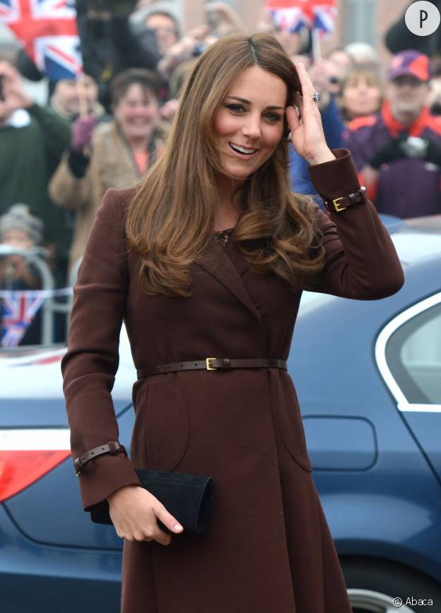 Kate middleton coupe wild ou frange chic l 39 volution for Coupe cheveux kate middleton