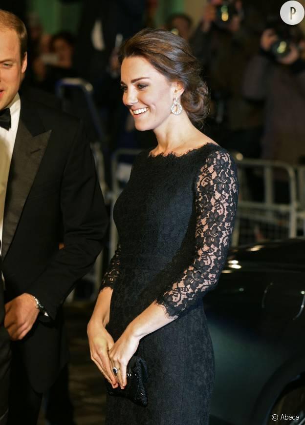 Kate Middleton coiffée d'un ravissant chignon lors d'une soirée organisée à Londres en novembre 2014.