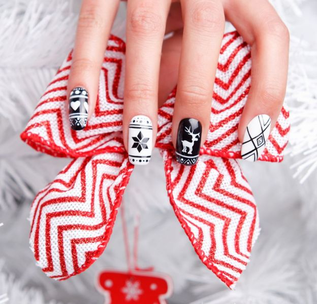 Envie d'un joli nail art pour Noël ? Découvrez notre sélection sur Puretrend.
