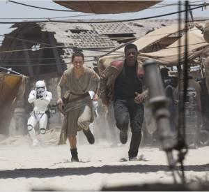 Les nouveaux héros, Rey (Daisy Ridley) et Finn (John Boyega) ont la stature pour assumer leurs rôles.