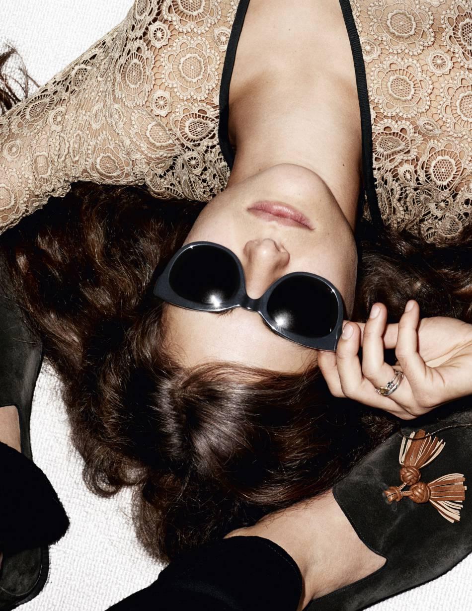 Bella Yentob pose pour la campagne Burberry Printemps-Été 2016.