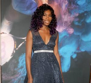 Venus opte aussi pour une robe en dentelle mais un brin plus sobre que sa soeur.