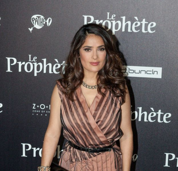 Salma Hayek, une pin-up rétro captivante.