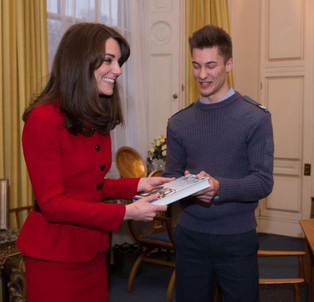 Kate Middleton a reçu hier le titre de général honoraire du commandement aérien.