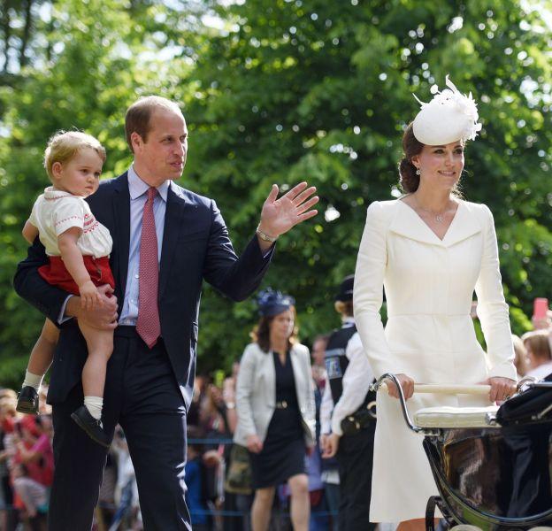 Le prince William et Kate Middleton ont dévoilé un nouveau portrait de famille.