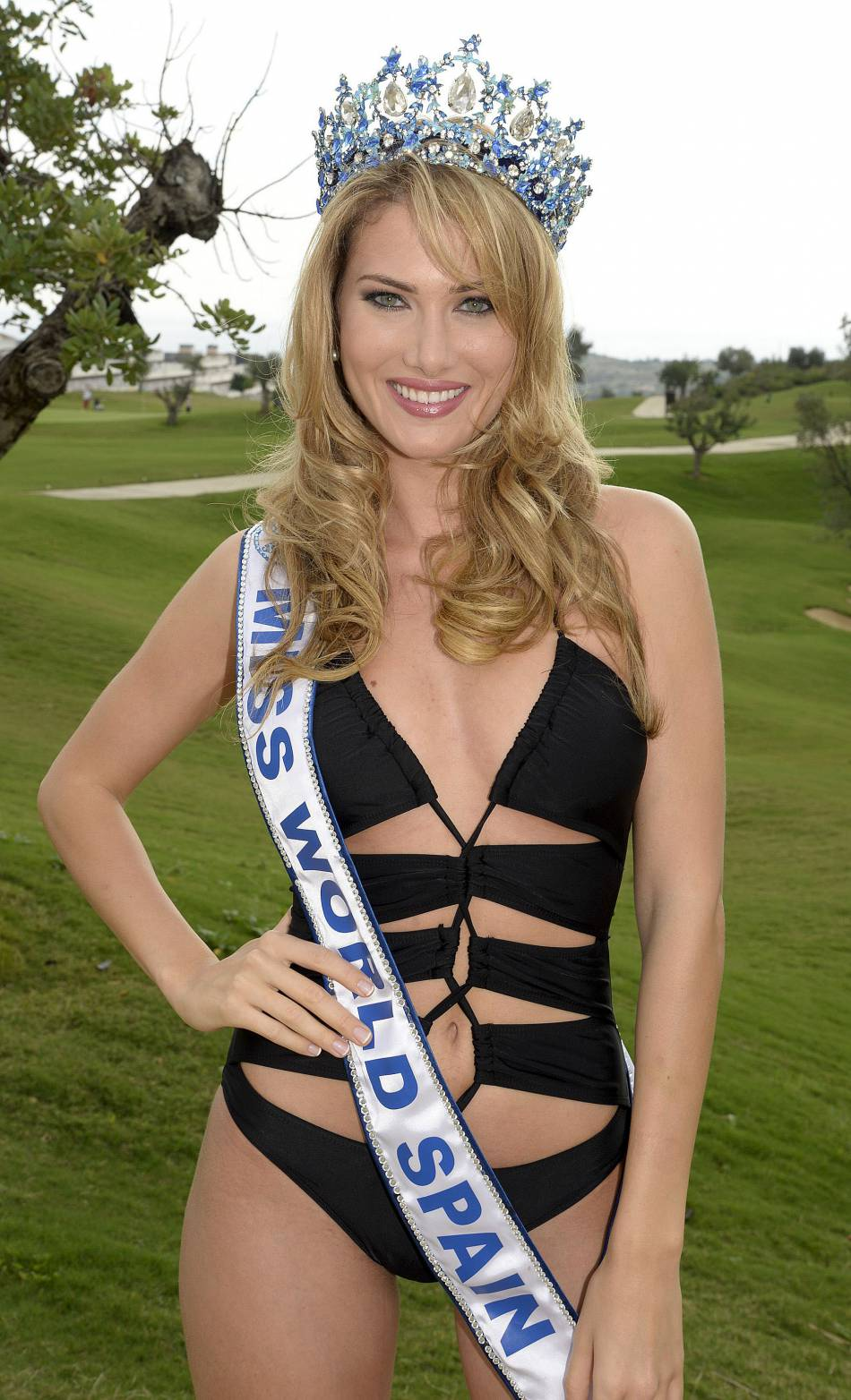 Miss Espagne (Mireia Lalaguna Royo) remporte la si convoité couronne de Miss Monde 2015.