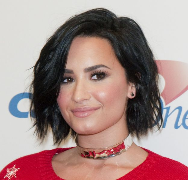 Demi Lovato, sexy en mini short et crop top.