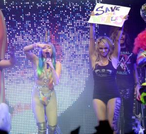 Pamela Anderson : quasiment nue aux côtés de Miley Cyrus !