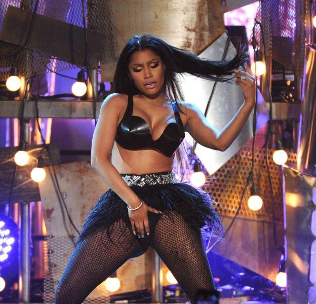 Nicki Minaj enflamme Instagram avec des photos sexy de son concert en Angola.