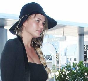 Chrissy Teigen enceinte et sexy pour un shooting photo maison