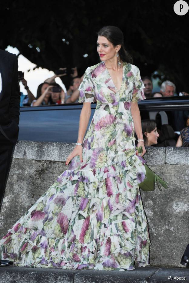 Charlotte Casiraghi, renversante avec sa robe florale pour la soirée de mariage de son frère Pierre Casiraghi