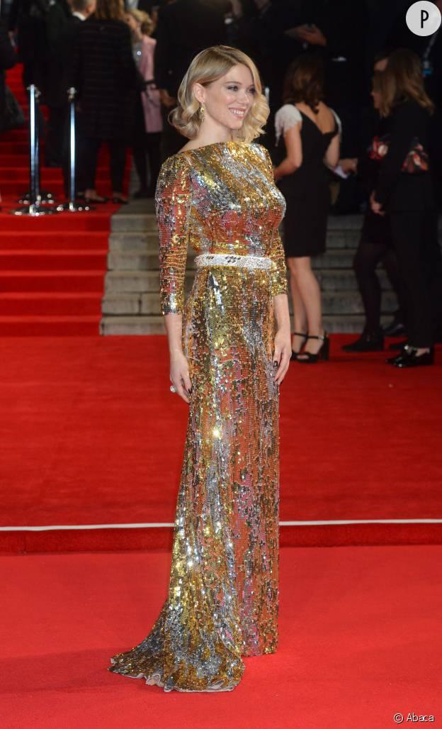 """Léa Seydoux en robe Prada lors de l'avant-première mondiale de """"Spectre"""", le 26 octobre 2015."""
