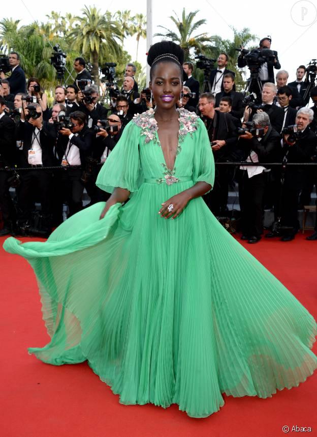 Lupita Nyong'o en robe Gucci, lors de la première montée des marches du 68 ème Festival de Cannes.