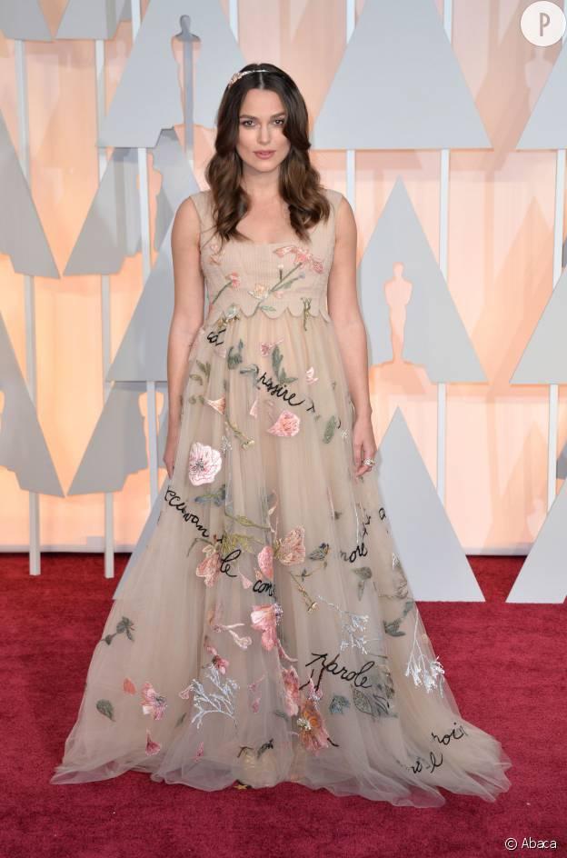 Lors des Oscars 2015, Keira Knightley, alors enceinte, porte une magnifique robe Hauture Couture Valentino.