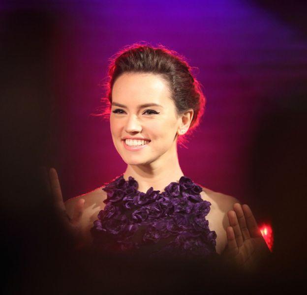 """Daisy Ridley à Shanghai pour la première de """"Star Wars : le réveil de la force"""" le 27 décembre 2015."""