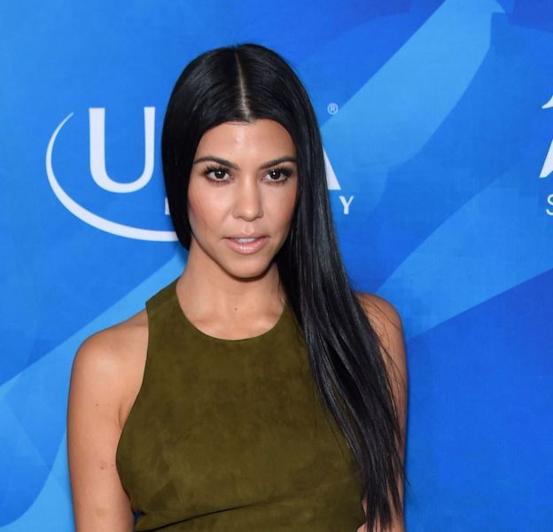 Kourtney Kardashian, accro au sport, elle dévoile une taille plus fine que jamais.