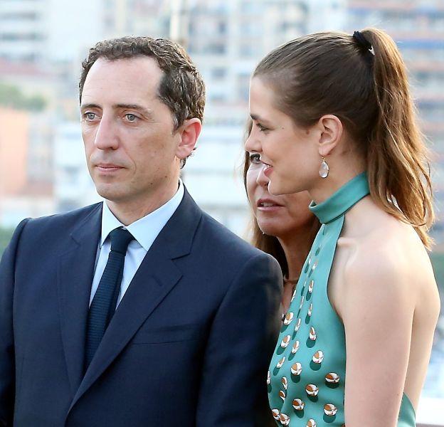 Gad Elmaleh et Charlotte Casiraghi, parents de Raphaël, né le 17 décembre 2013.